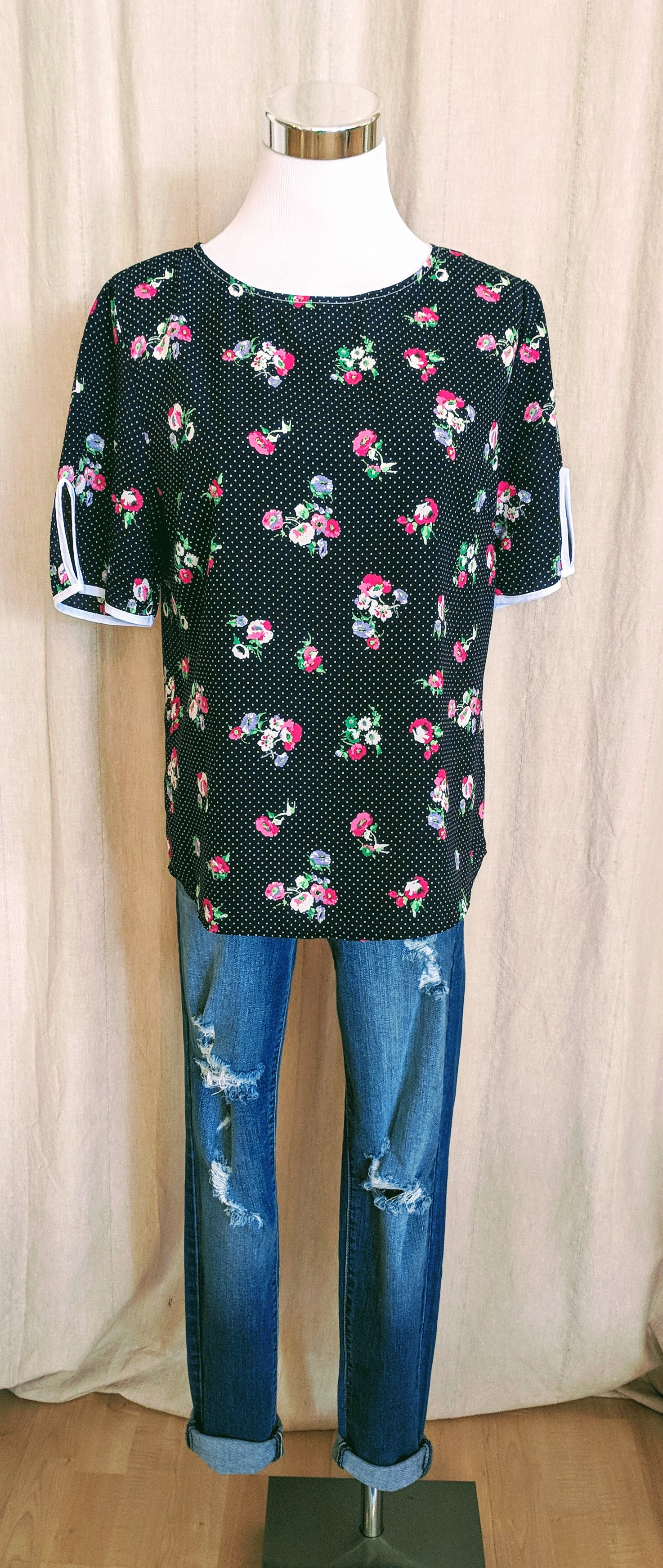 Navy floral short sleeve top with key hole on sleeves. $32