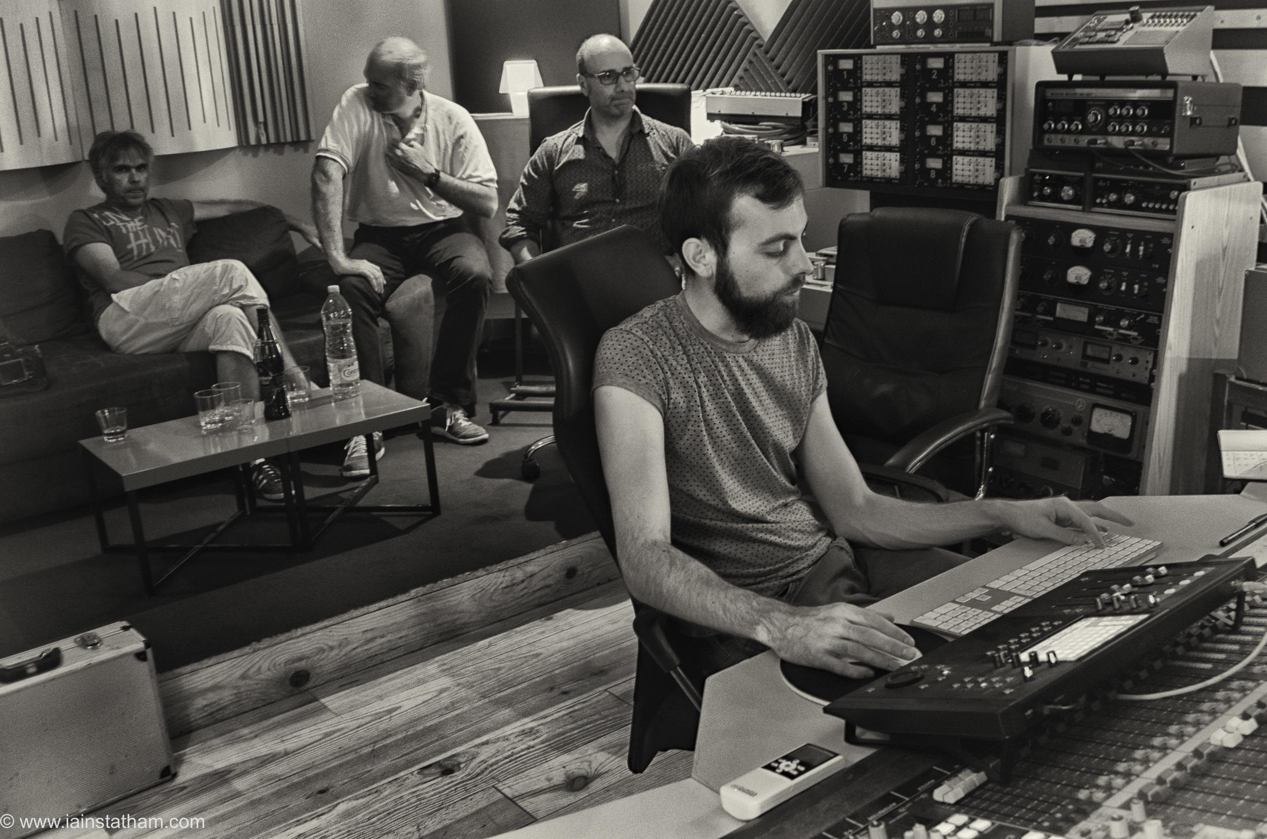 fr - music - mahognay - studio - bw - august 15-15.jpg