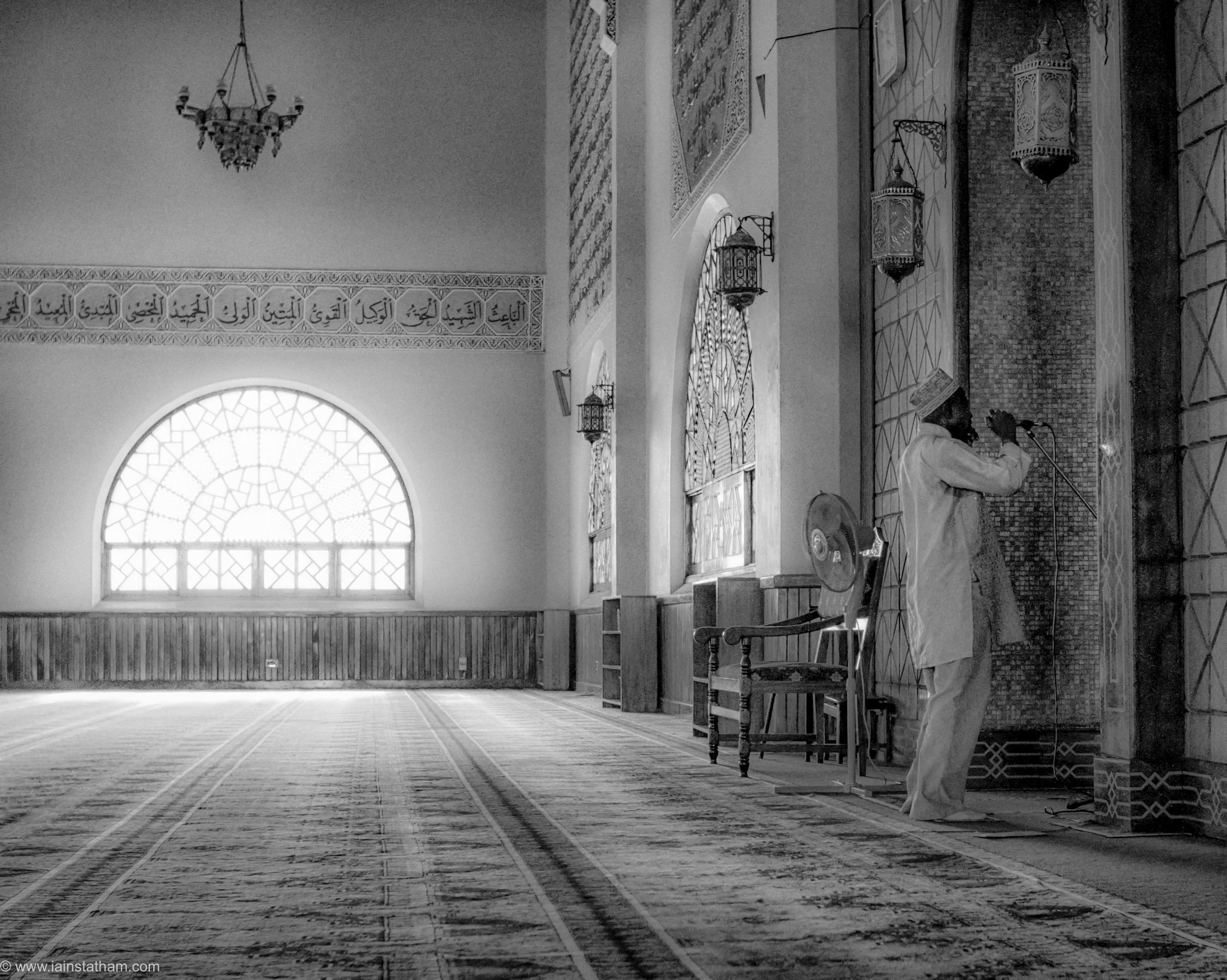 ug - kampala - gadaffi mosque - bw-3.jpg