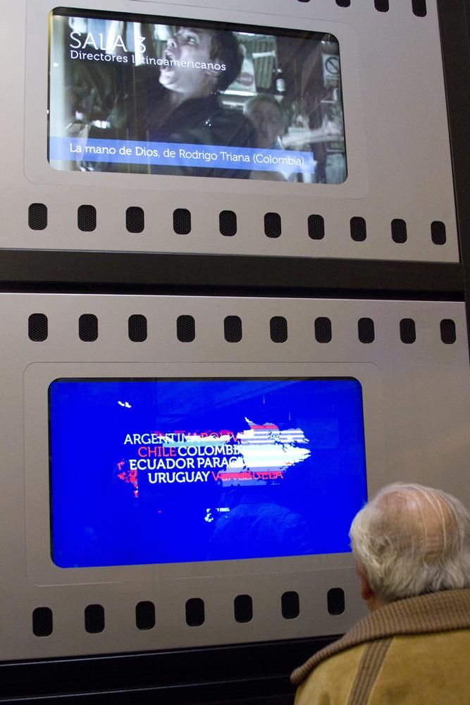 Animaciones en pantallas de recepción.