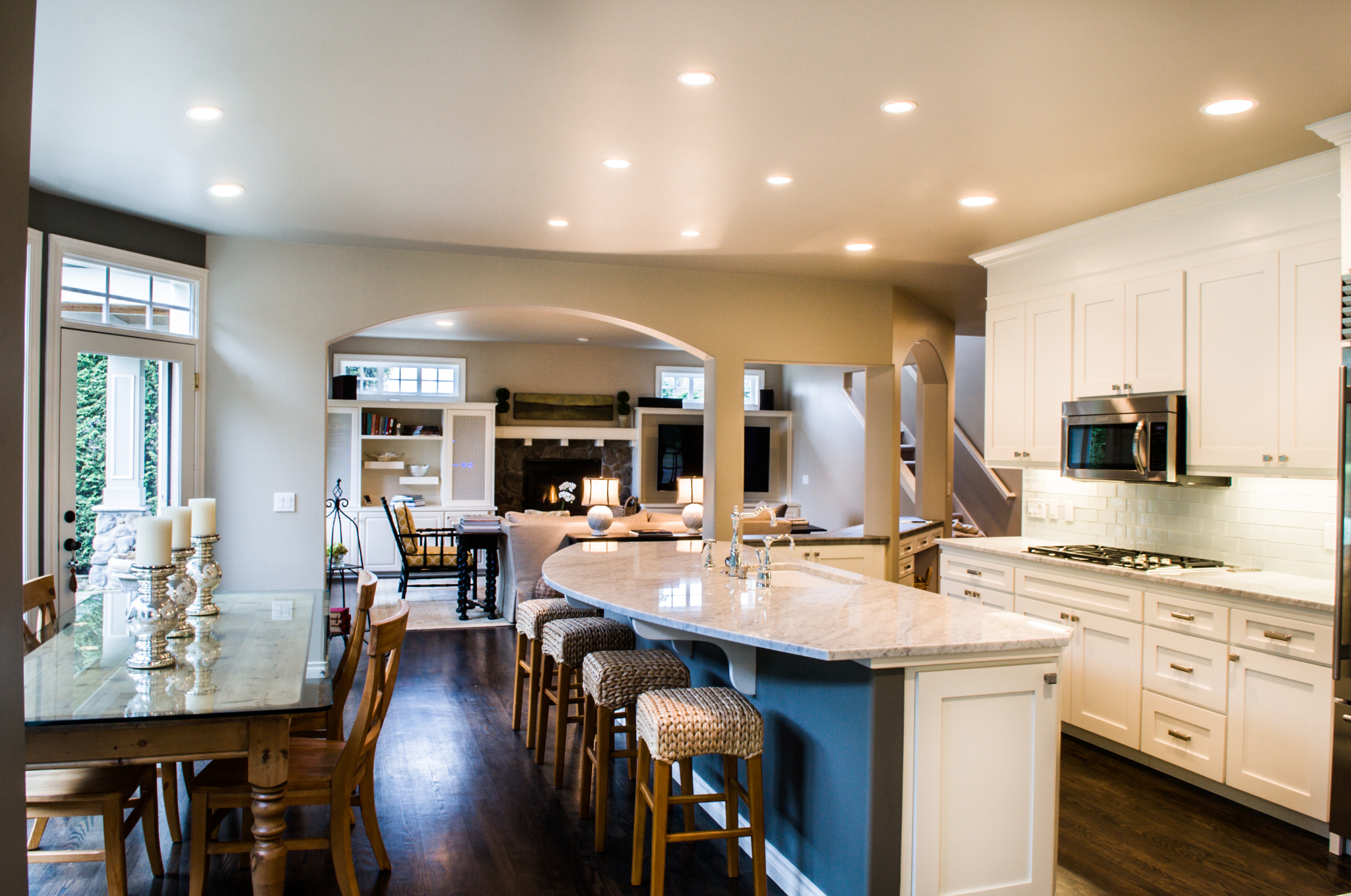 The kitchen nook and Island create ample seating.   Kitchen looks clean and inviting.