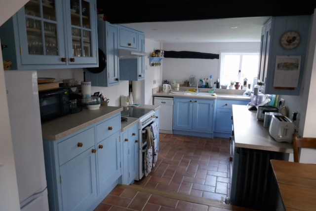 P kitchen 1.JPG