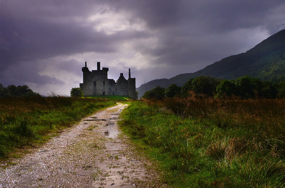 Castle in Scotland - not one I will be visiting, but you get the idea! Image by  Moyen Brenn