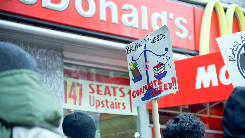 Which Restaurants Will Suffer the Most Under a Higher Minimum Wage?  (MUNCHIES, JUL 29 2017)