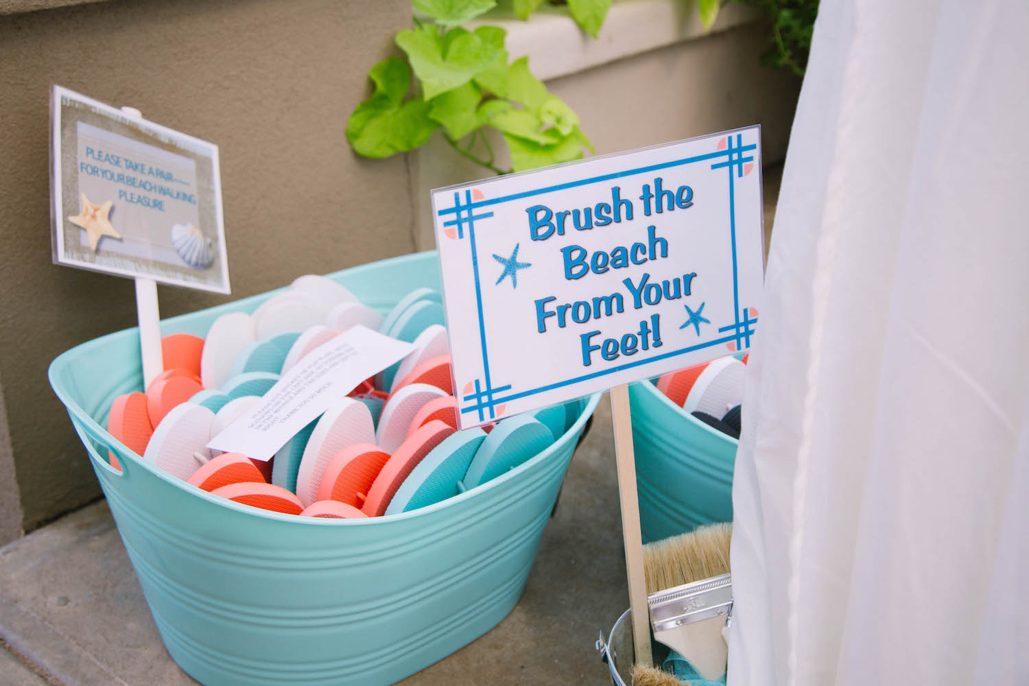 Love this idea for a beach wedding. 😍 Brush the beach from your feet!