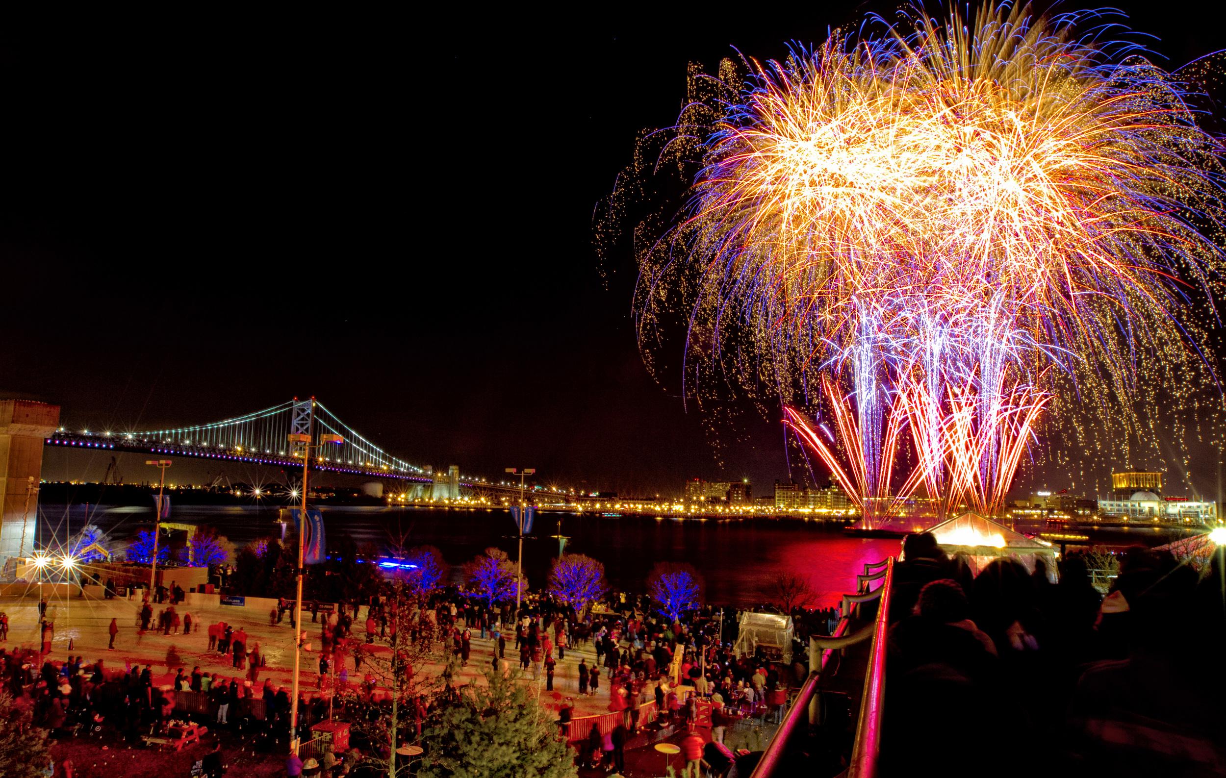 Mitchell Leff_Fireworks_001.jpg
