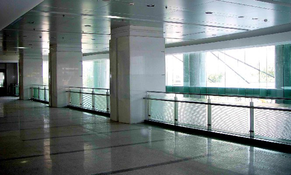 China_LoadingZone_FormedGlass_Balustrade(5).jpg