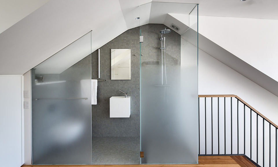 OatleyRd_Ombre_Veil_Glass_Bathroom(2).jpg