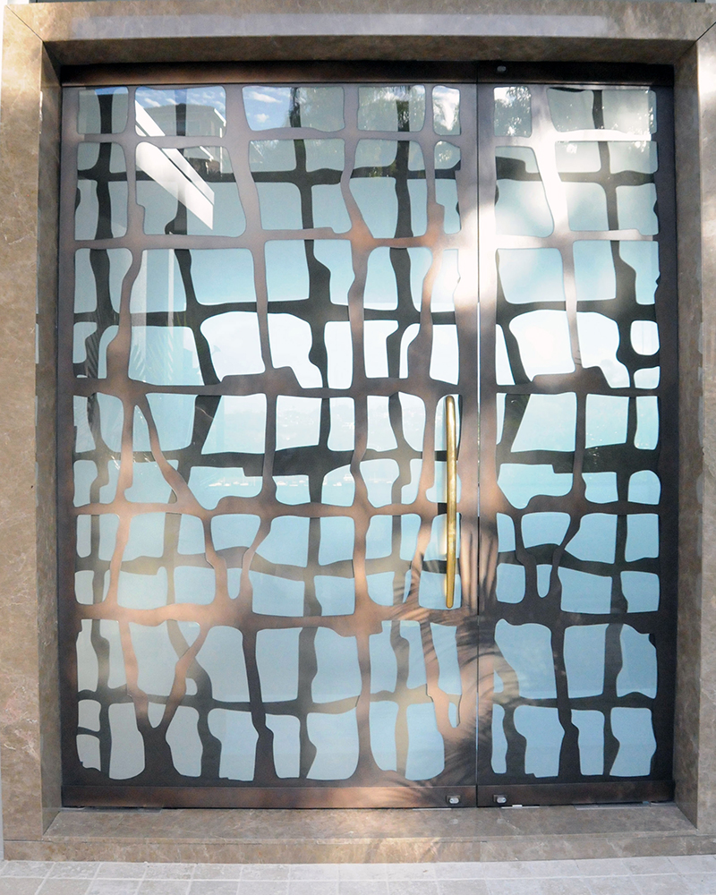 Seaweed Link Glass Door in Treasury Bronze Pearl