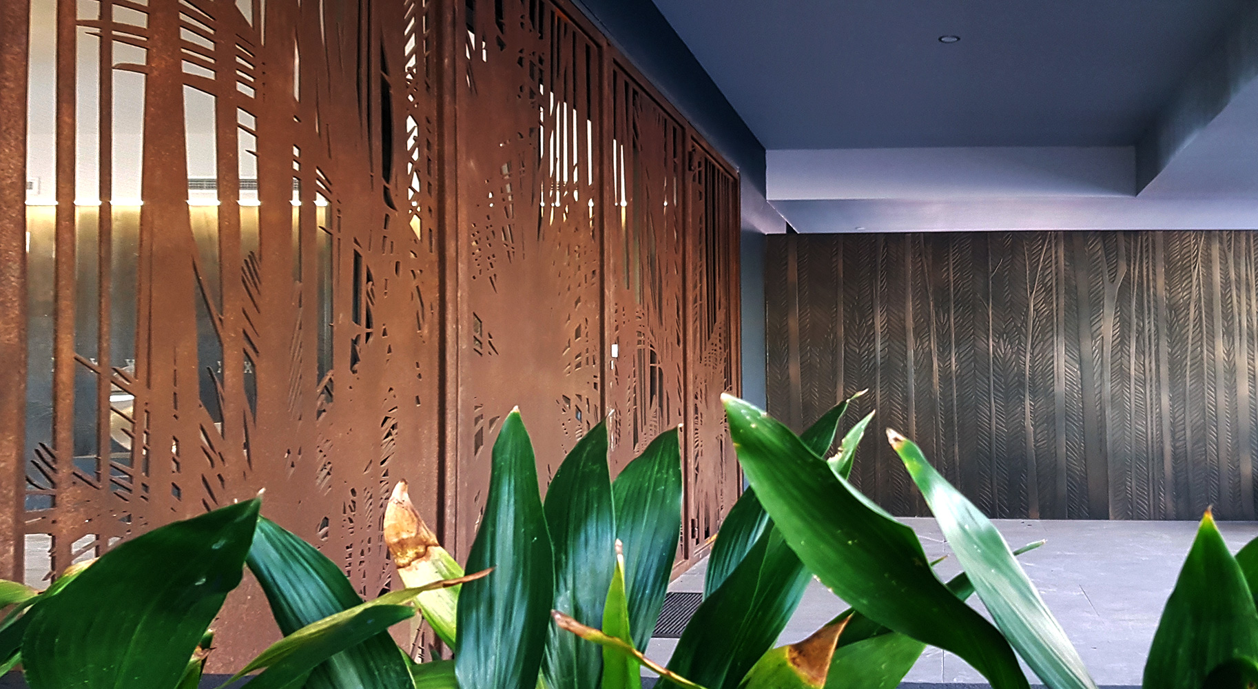Brown Rust Screen & Feature Wall in Layered Bronze Florentine Combination