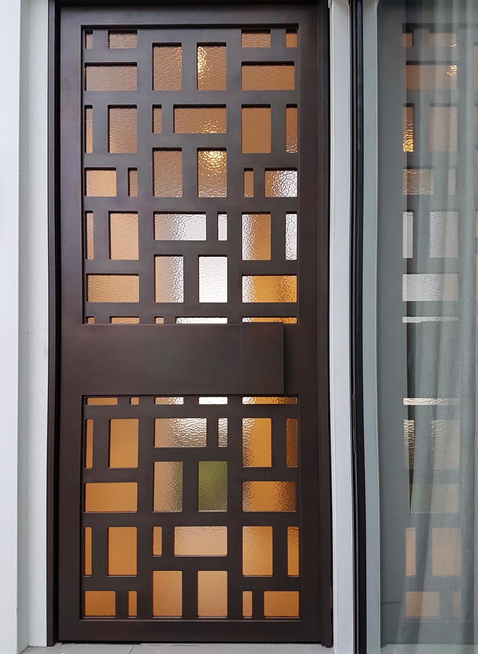 60Kambala_Screen_Door_Treasury_Bronze_Cast_Pearl01.jpeg