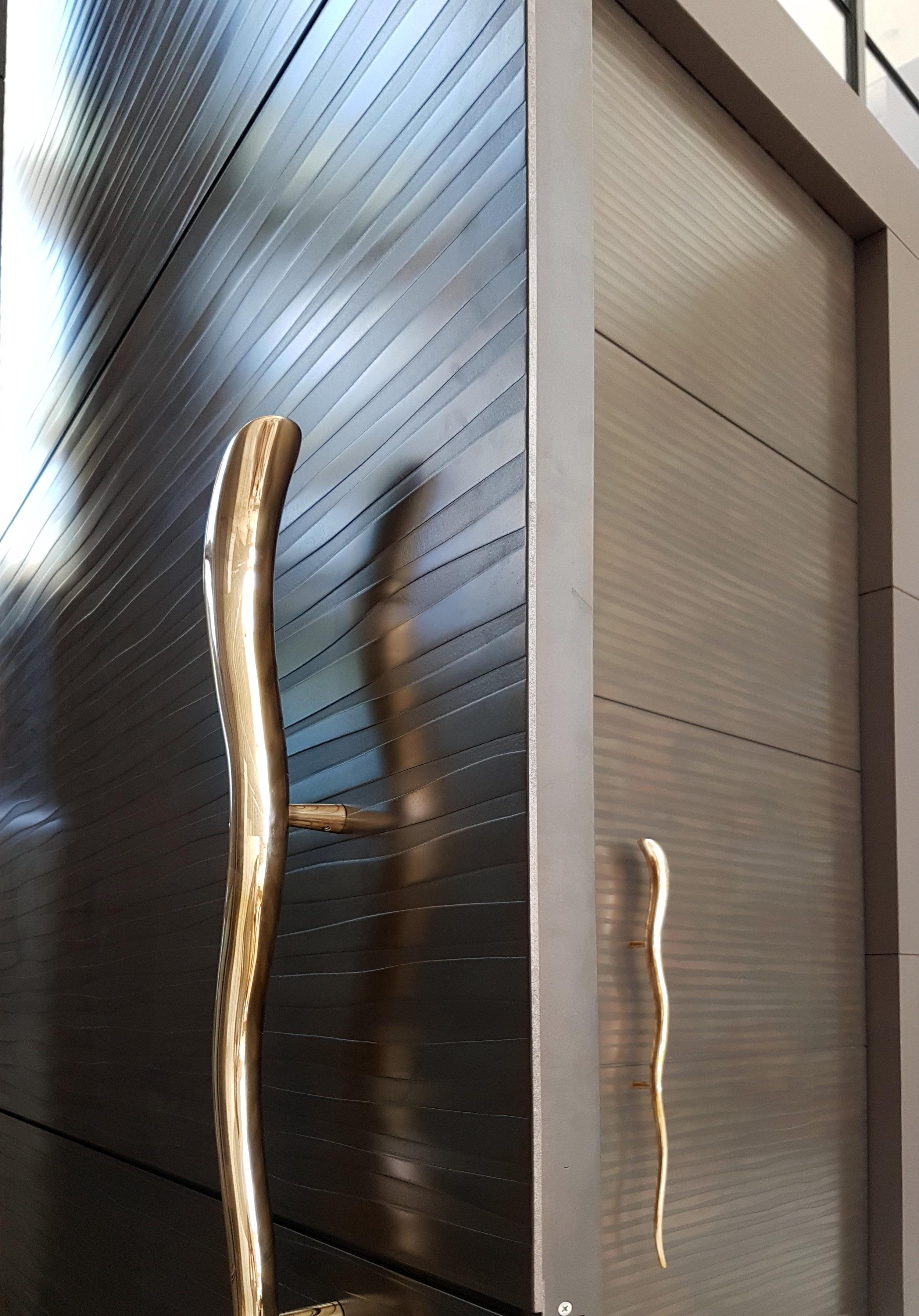 Axolotl_Door_Shiver_TreasuryBronzePearl2.jpg