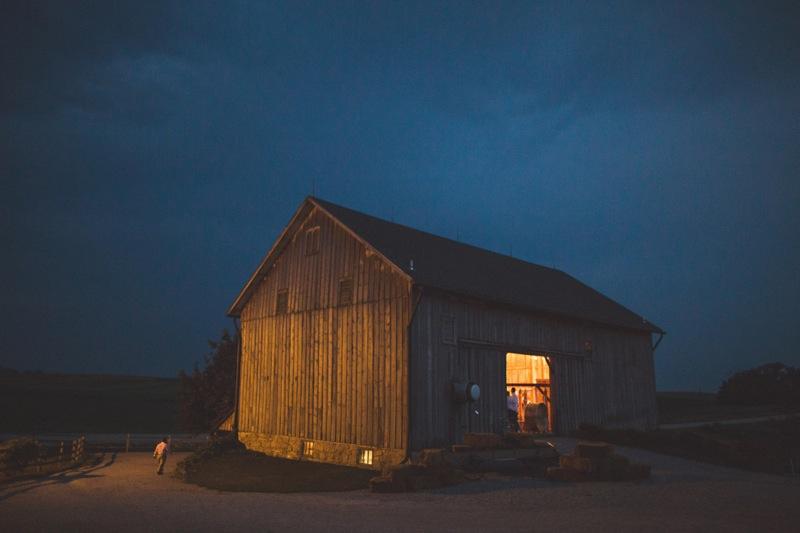 Iowa Barn wedding at sutliff cider