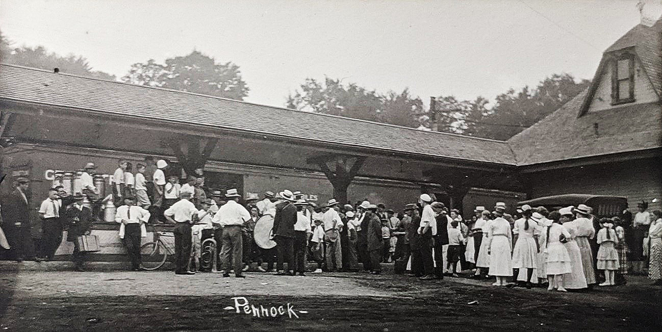 LISBON DEPOT c. 1918 - Townspeople sending off WWI recruits