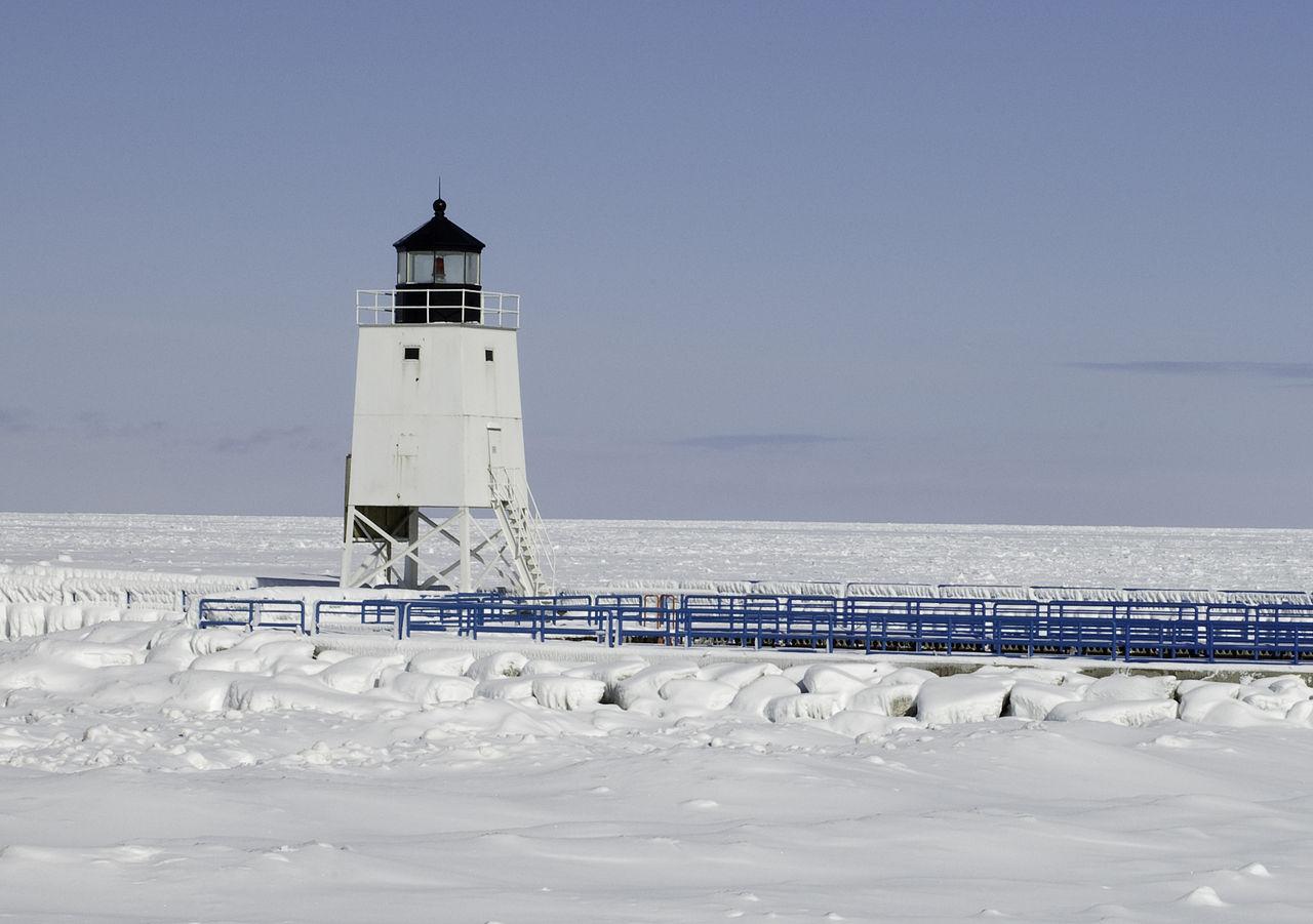 1280px-Charlevoix_Lighthouse_Winter.jpeg