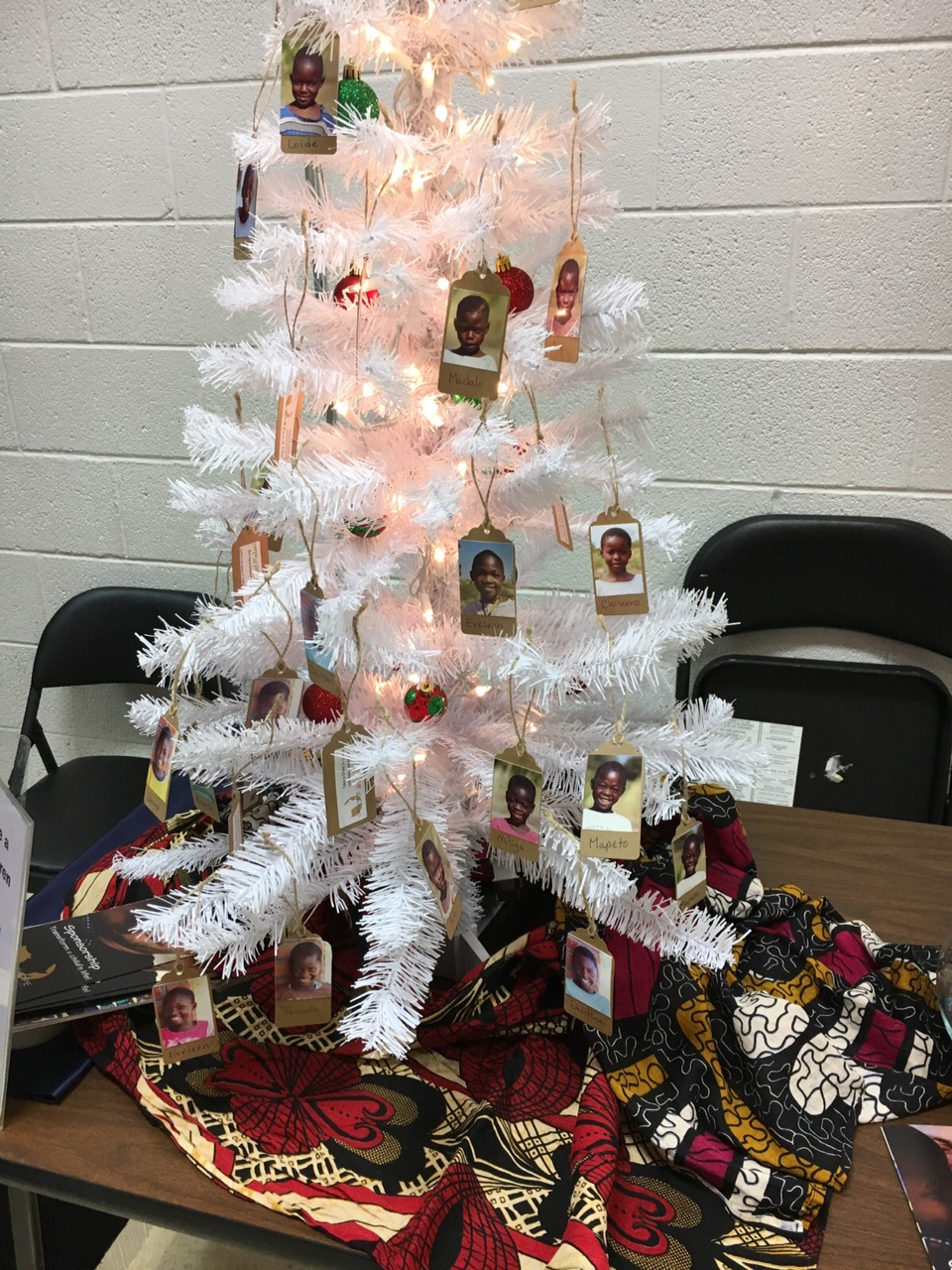 Live near Sweetwater TX? Watch for Mickenzie and her tree of kids! She has already raised $288 for #FeedMalawi with her Take a Child to Lunch tree!