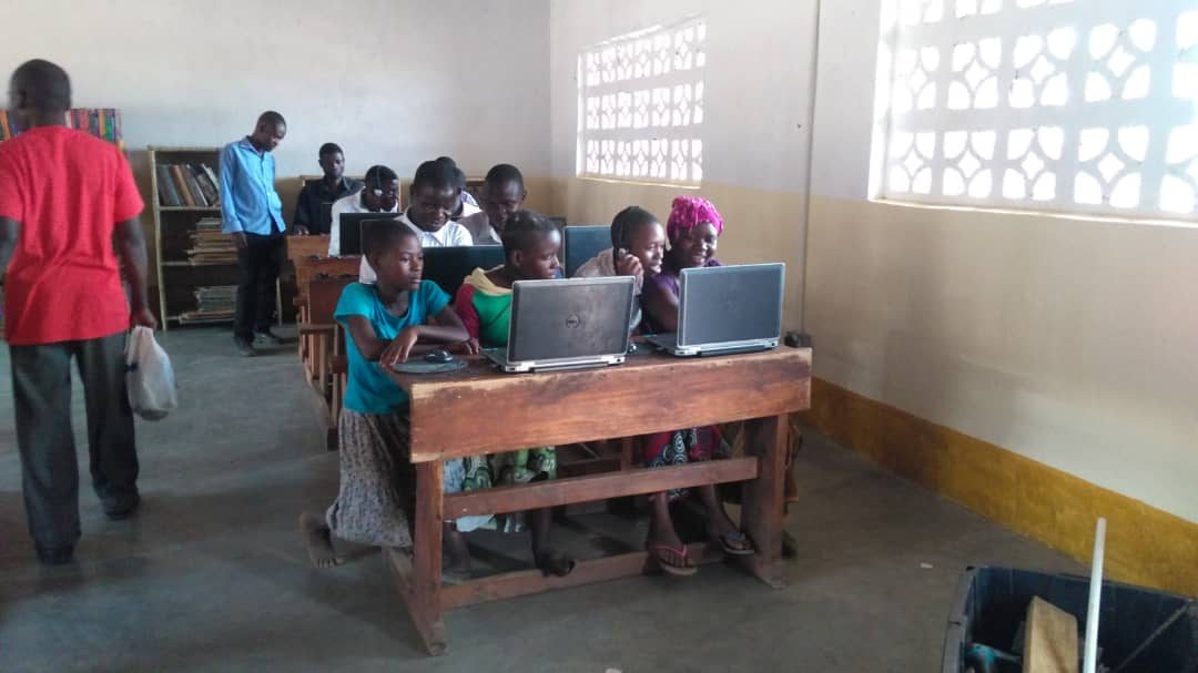 Students learning on the computers.
