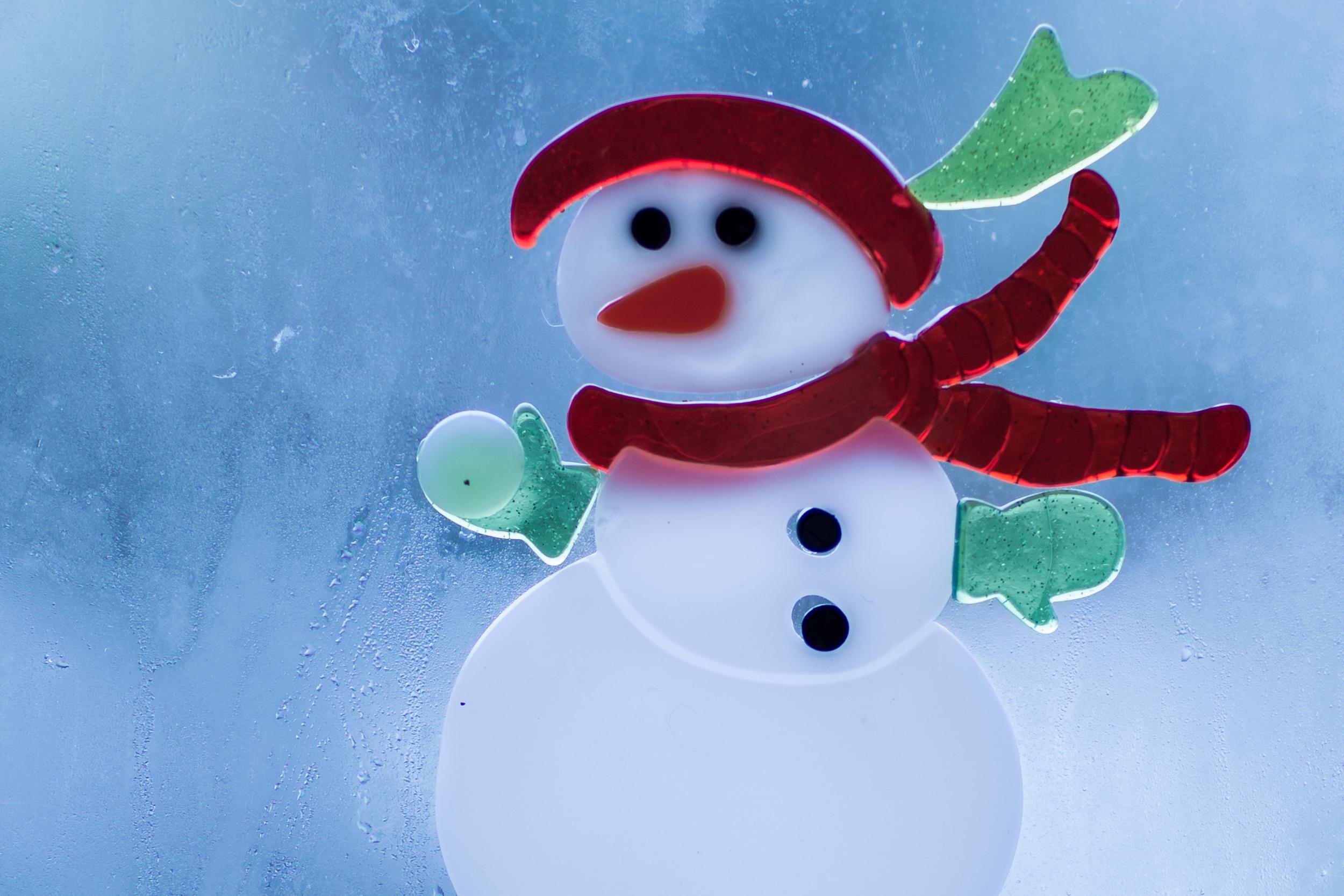 Snowman ready to throw the ball