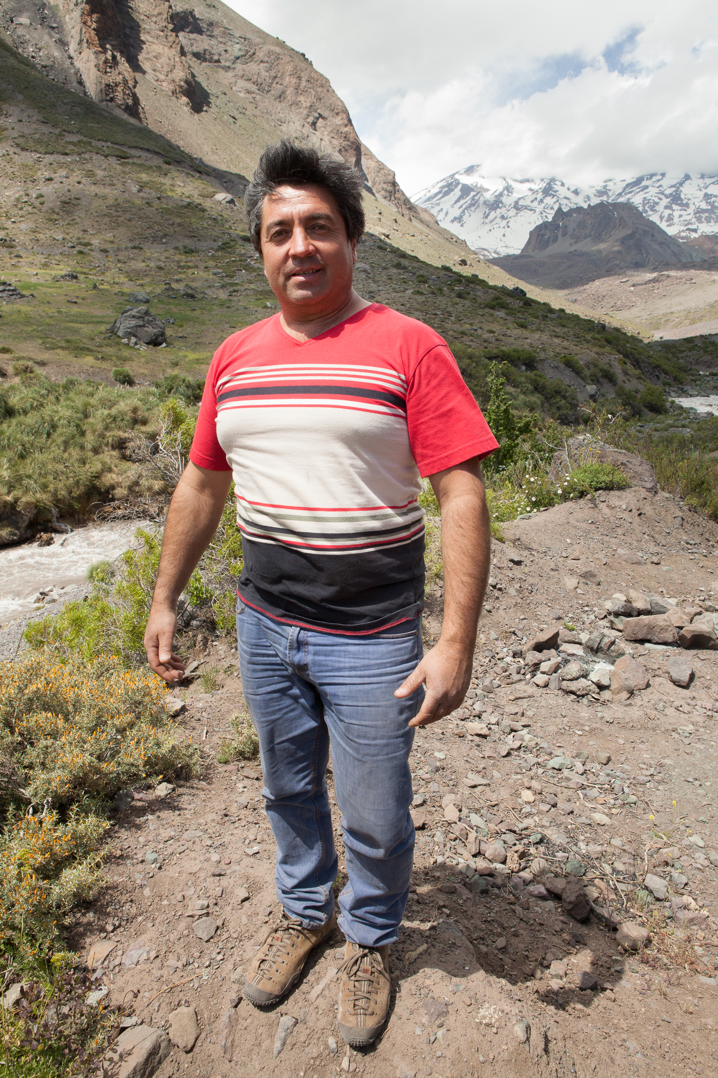 Marcos Acevedo, a local business owner of Turismo Montaña and advocate for the Maipo Libre movement.