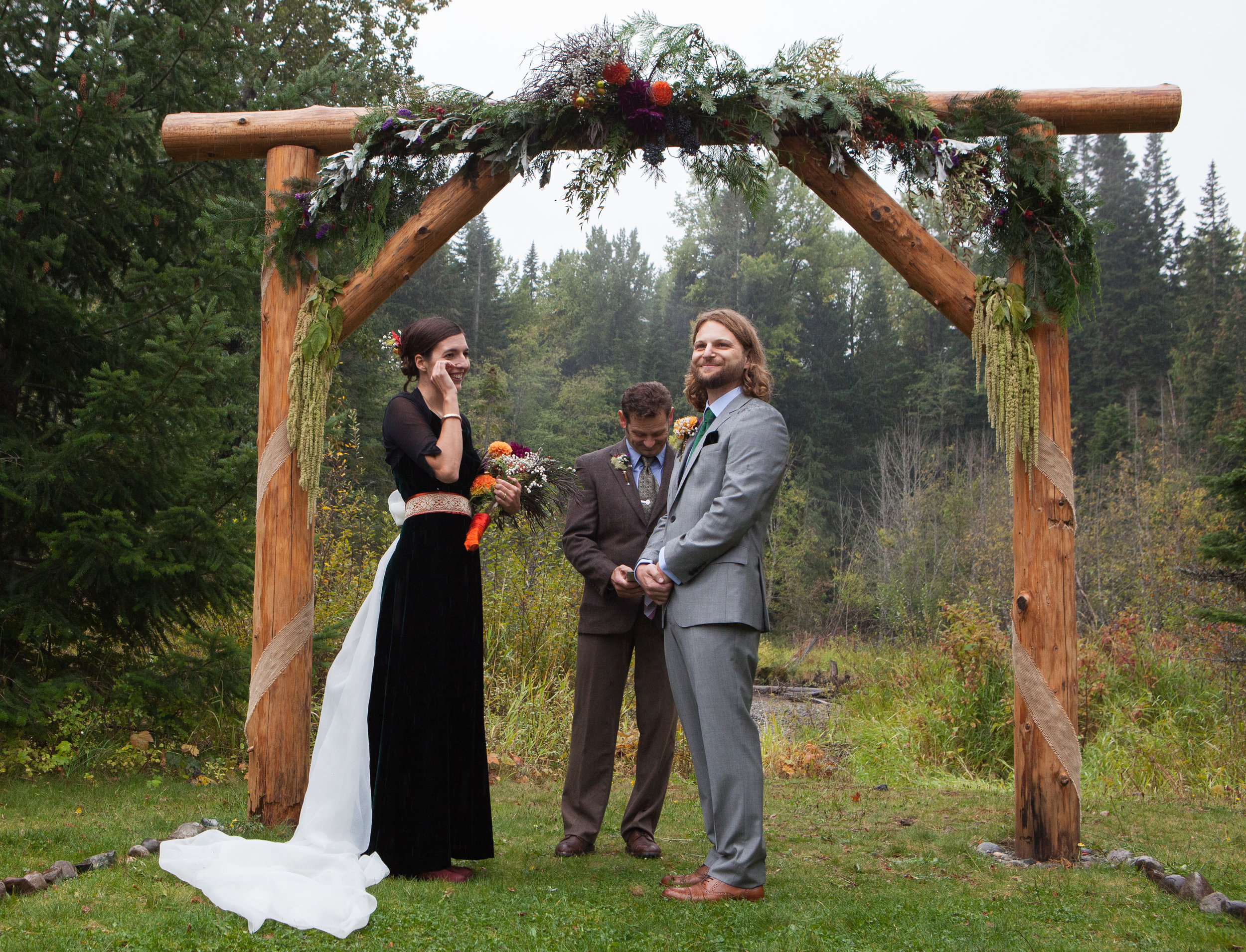 Rachel and Jon Lanman brave rain showers and tie the knot under the fall precipation on their wedding day. Easton, Washington.