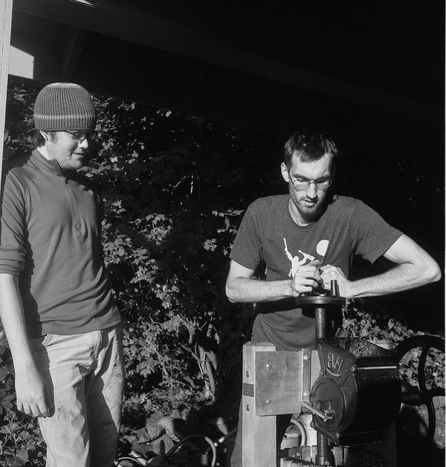 Simon Ewing and Avery Lutra Bowron, apple pressing, 2011.