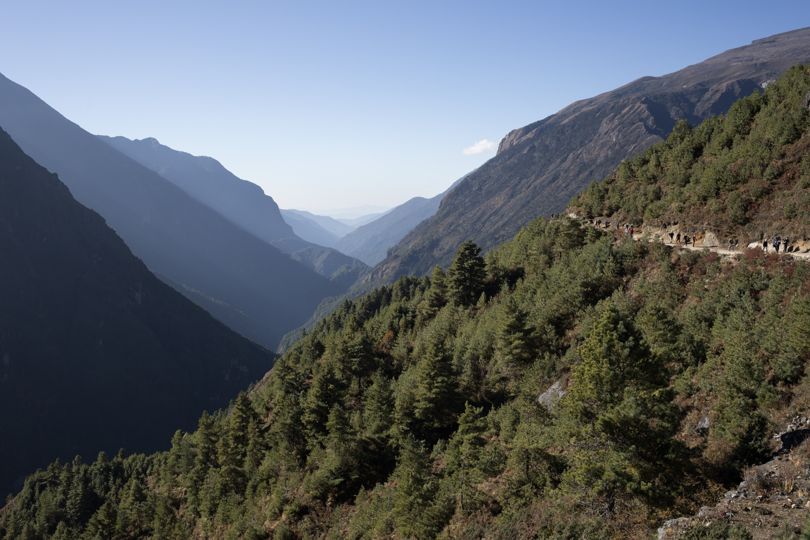 After an acclimatization day in Namche Baazar, we began our trek towards Doboche. As we hiked, we walked towards the mountains and made our way further and further into the valley.