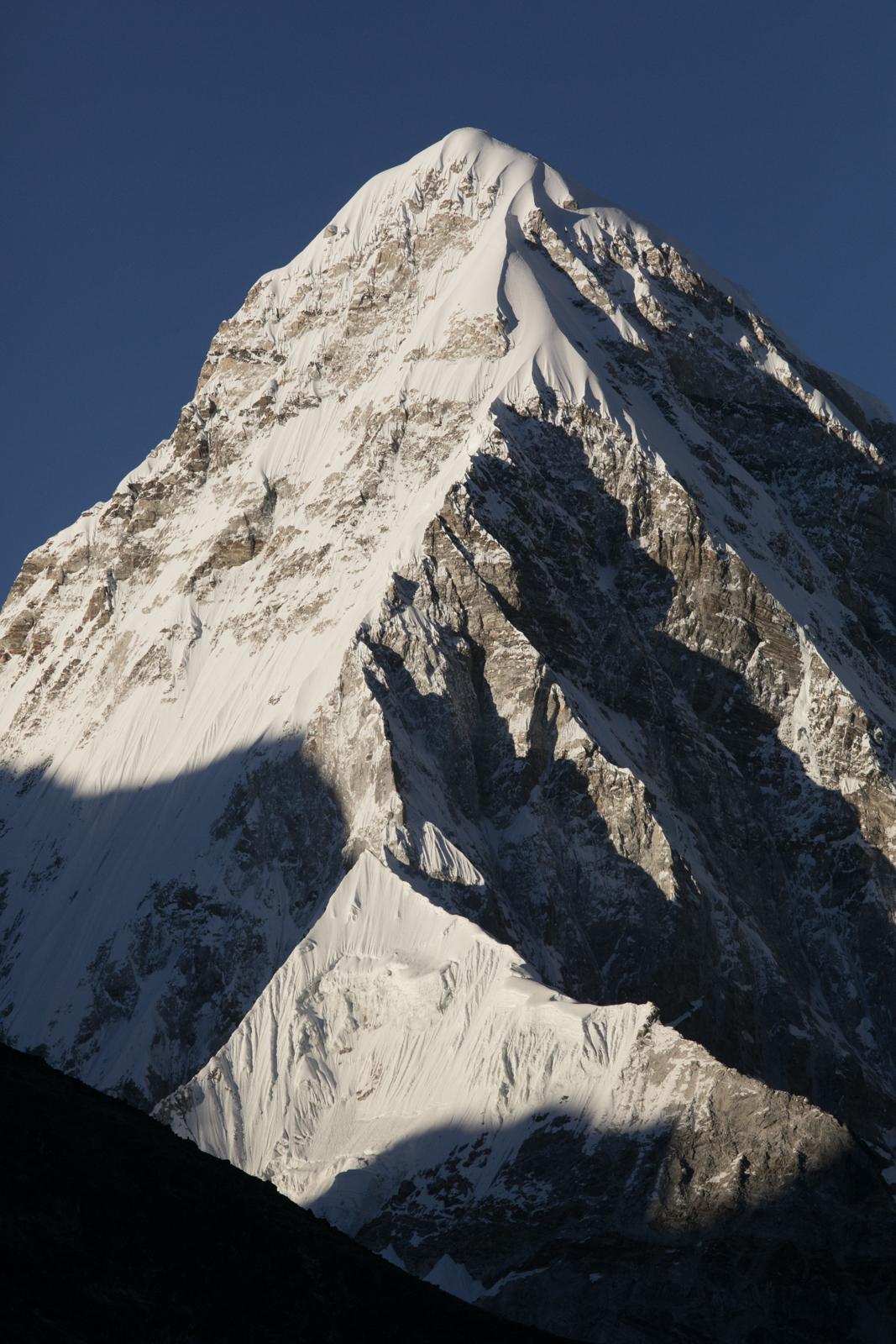 Pumori 7,161 m / 23,494 ft
