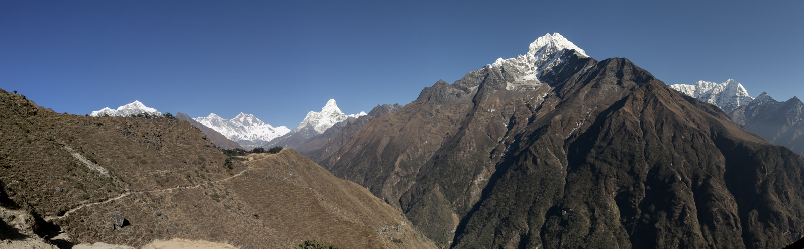 Taboche 6,495 m / 21,309 ft, Mount Everest 8,848 m / 29,029 ft, Lhotse Shar 8,382 m / 27,500 ft, Shartse 7,457 m / 24,465 ft, Ama Dablam 6,856 m / 22,493 ft, Thamserku 6,623 m / 21,729 ft, Kusum Kangguru 6,367 / 20,889 ft. (PeakFinder)