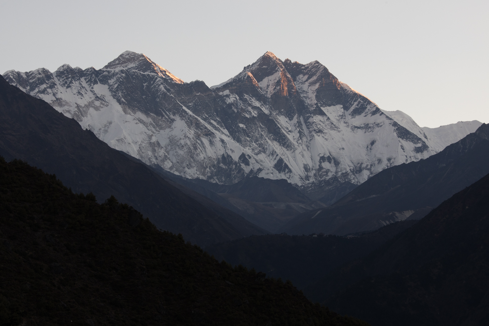 Left to Right: Taboche 6,495 m / 21,309 ft, Nuptse 7,861 m / 25,791 ft, Everest 8,848m / 29,029 ft,  Lhotse 8,516 m / 27,940 ft, Shartse 7,457 m / 24,465 ft. (Elevation credit: PeakFinder)