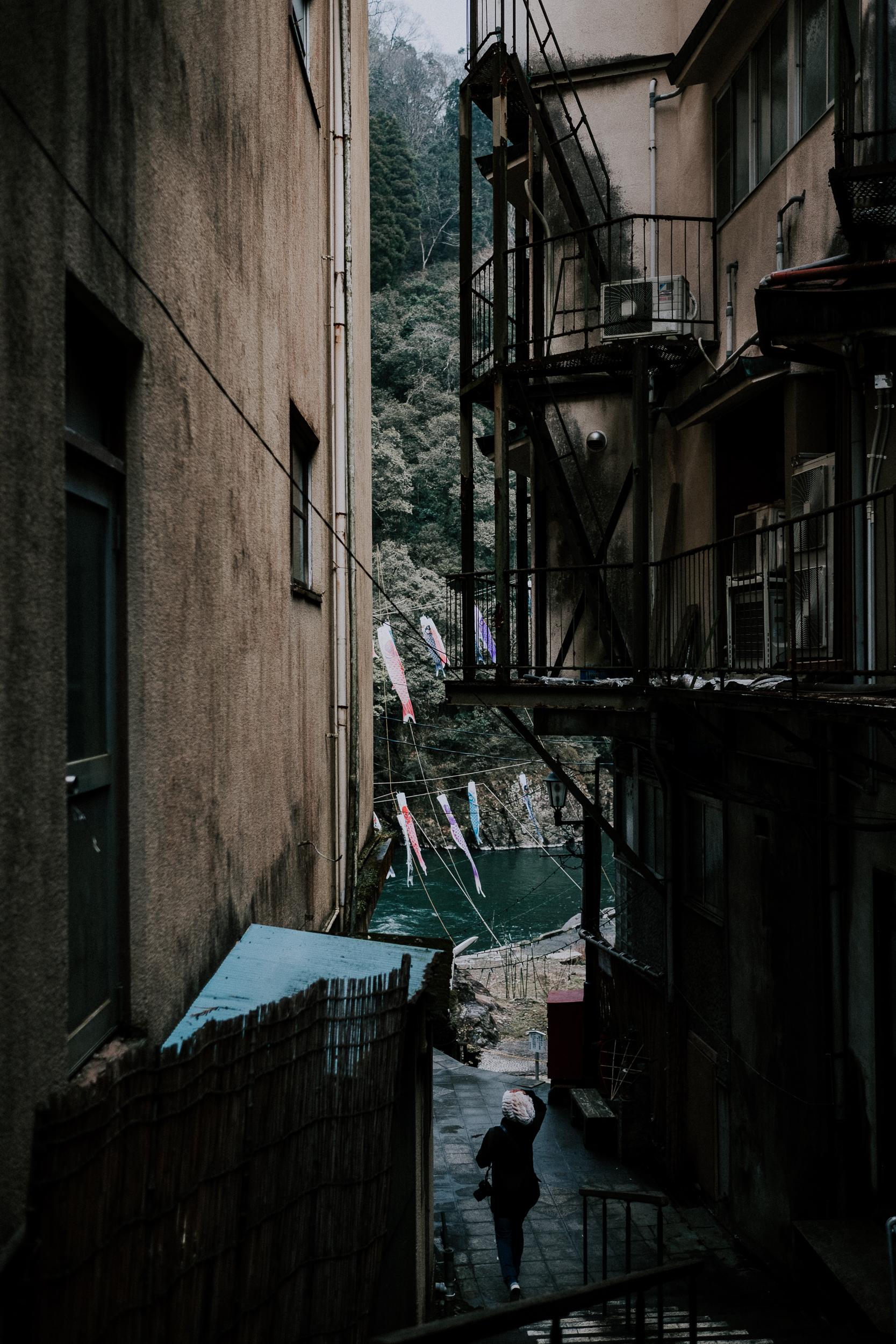 Slyvie walking through the streets of Tsuetate.