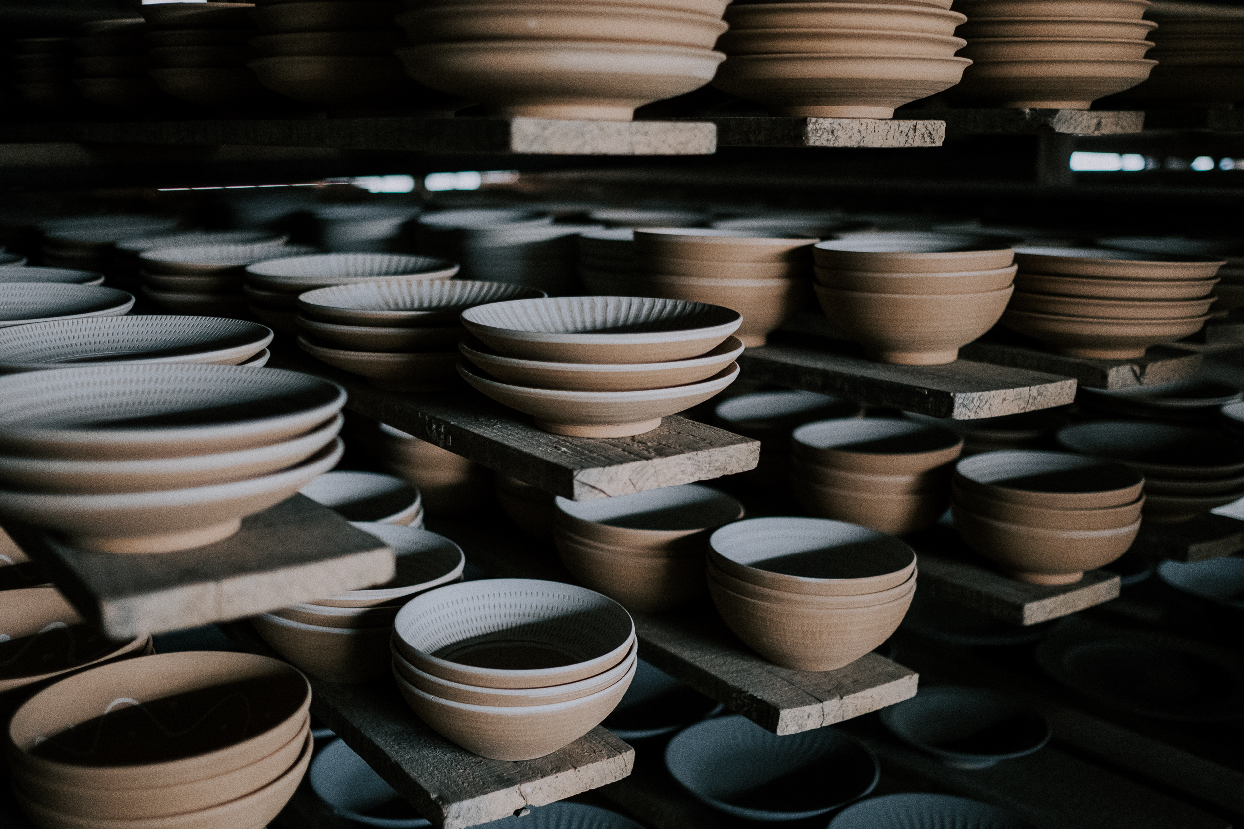 Bowls decorated with the tobi-kanna technique.