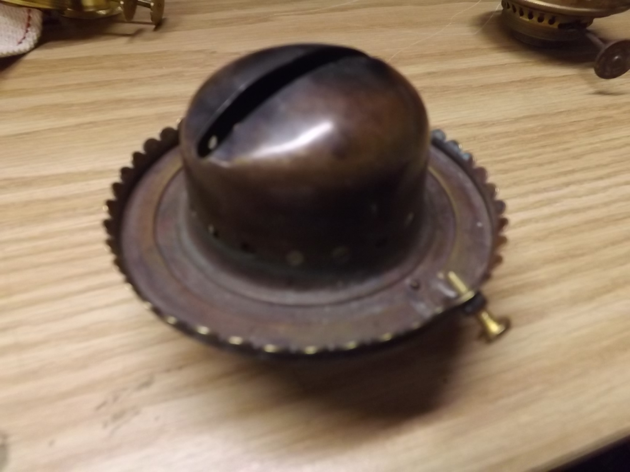 Old Style Coronet uses lip chimneys - note setscrew
