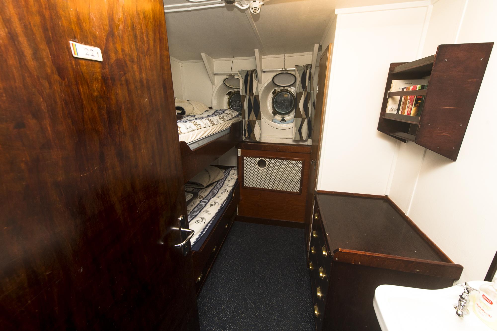 Cabin-#22-DSC_3442.jpg