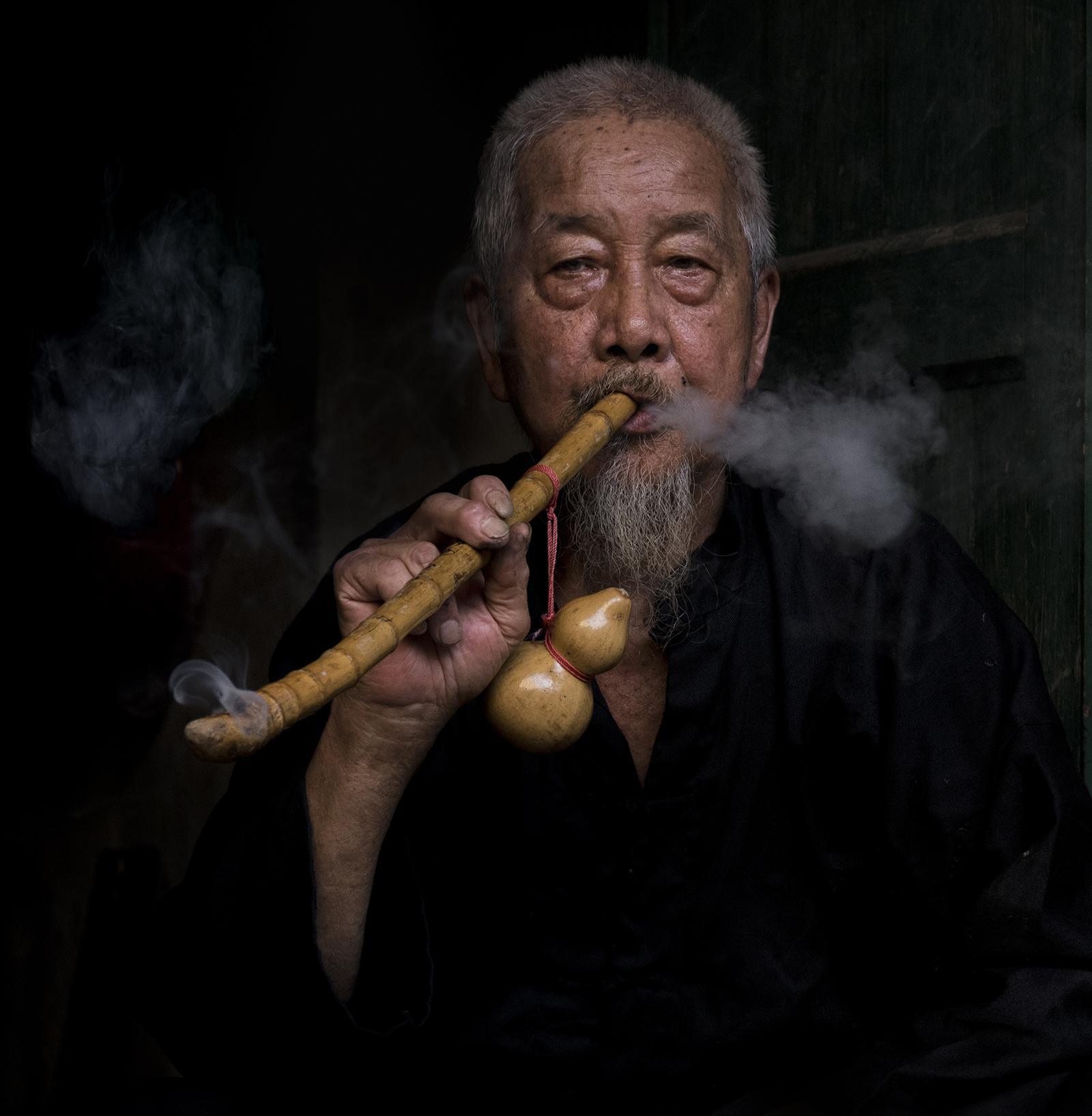 enjoying his pipe2.jpg