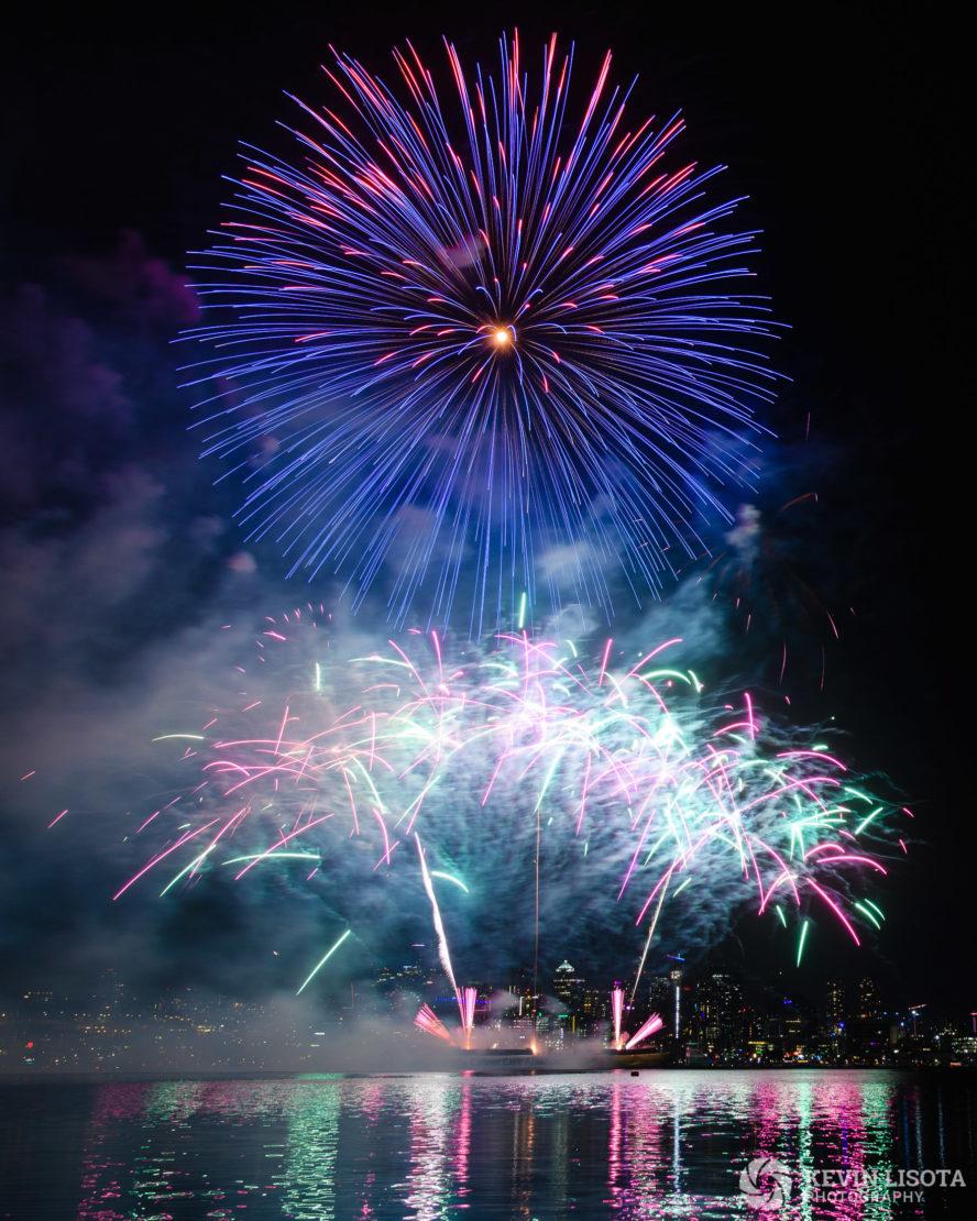 Fireworks on Lake Union. Nikon D850, 24mm, 1.6″, f/8.0, ISO 250