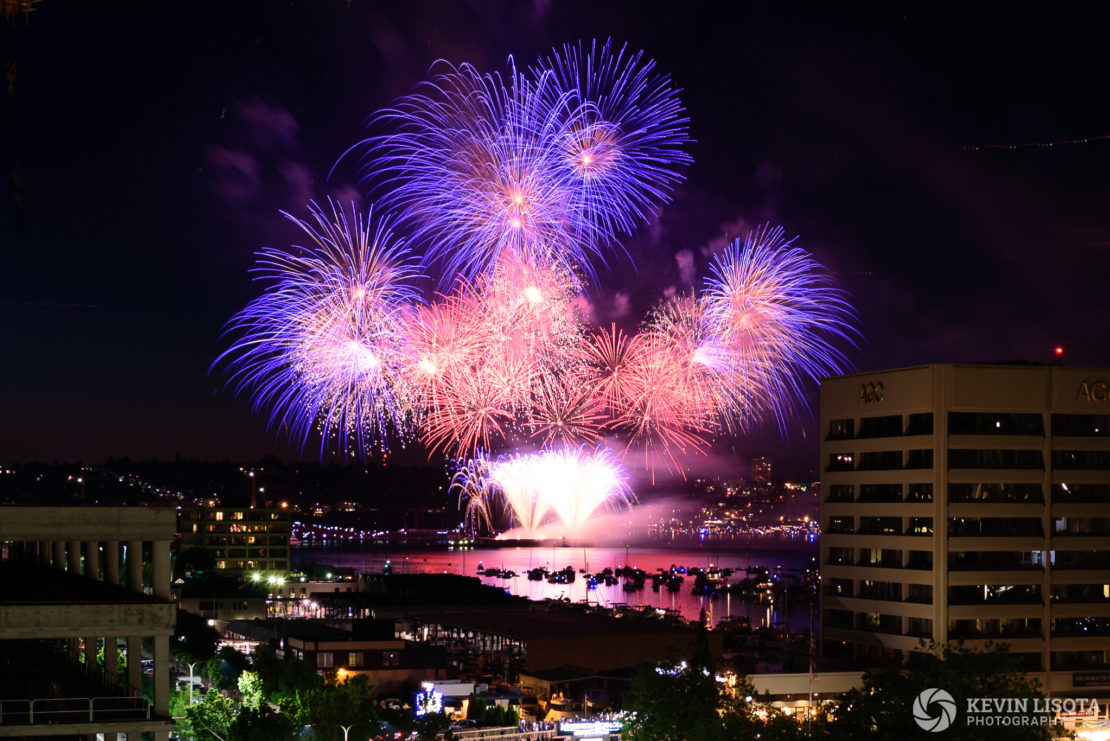 4th of July Fireworks over Seattle's Lake Union 2015. Nikon D750, 24mm, 6.0″, f/5.6, ISO 100