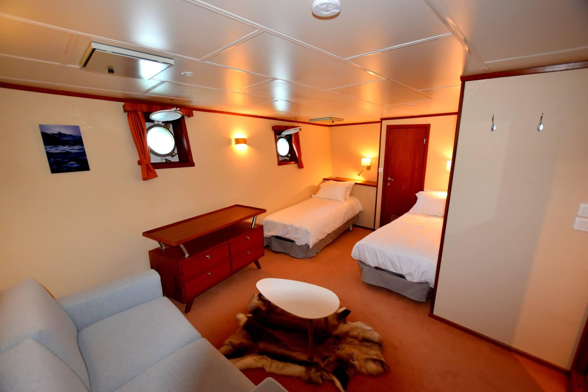 Polarfront Suite 1 - LB.jpg