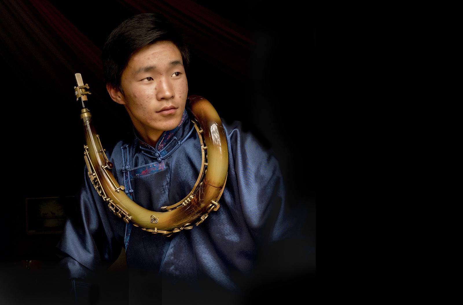 mongolian+horn+musician.jpg