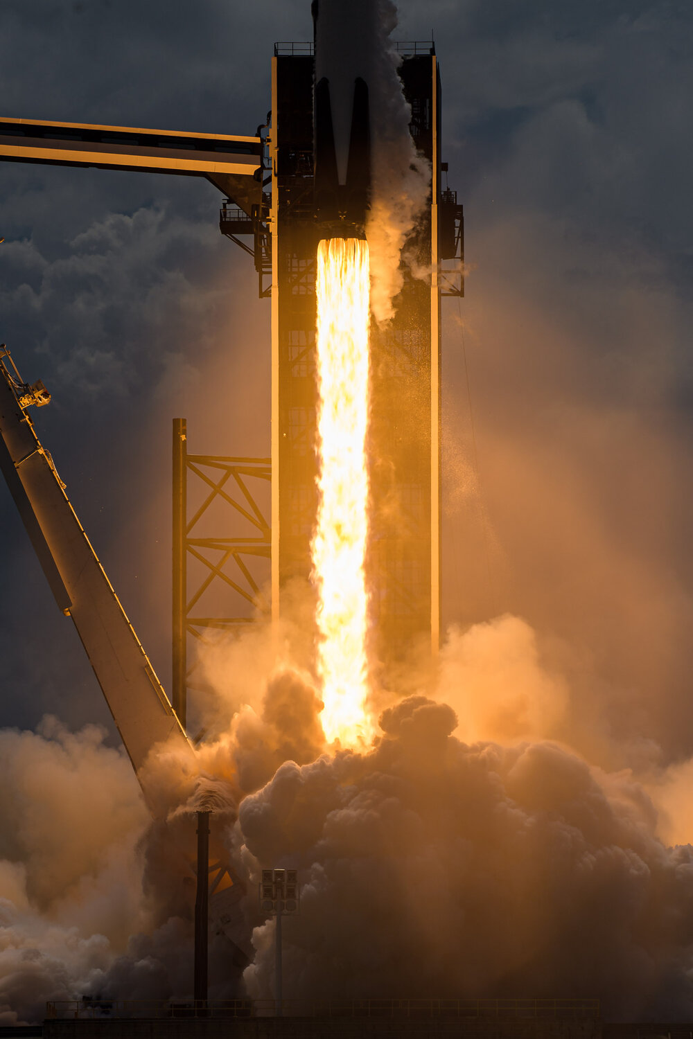 Nikon D5, 150mm, 1/4000 sec, f/9, ISO 100 – 1300 ft (395 m) from launch pad.