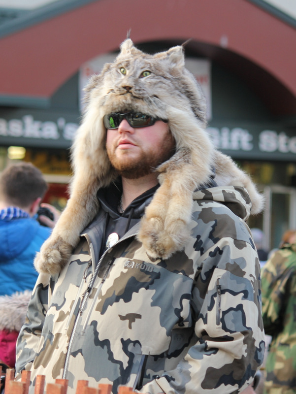 This dude was strolling around LIKE A BOSS.  Because with a green eyed cat on your head and black-out sunnies, HE CAN.