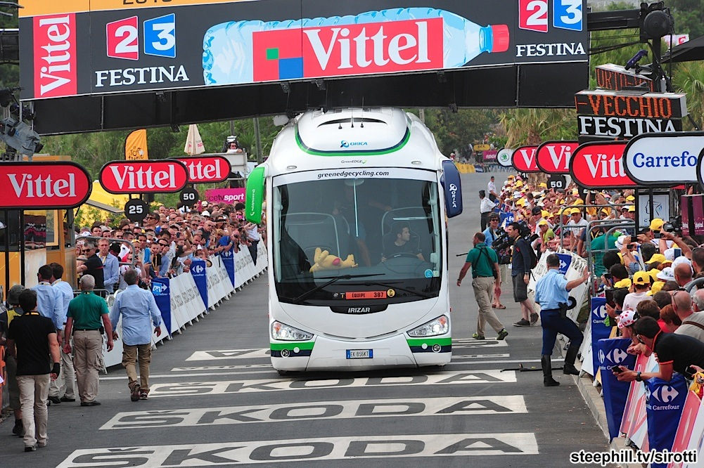 The famous Orica-Greenedge bus (photo from www.steephill.tv)
