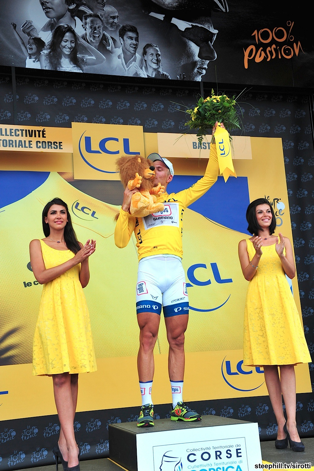 Marcel Kittel the first to wear yellow in Tour de France 2013 (picture from www.steephill.tv)