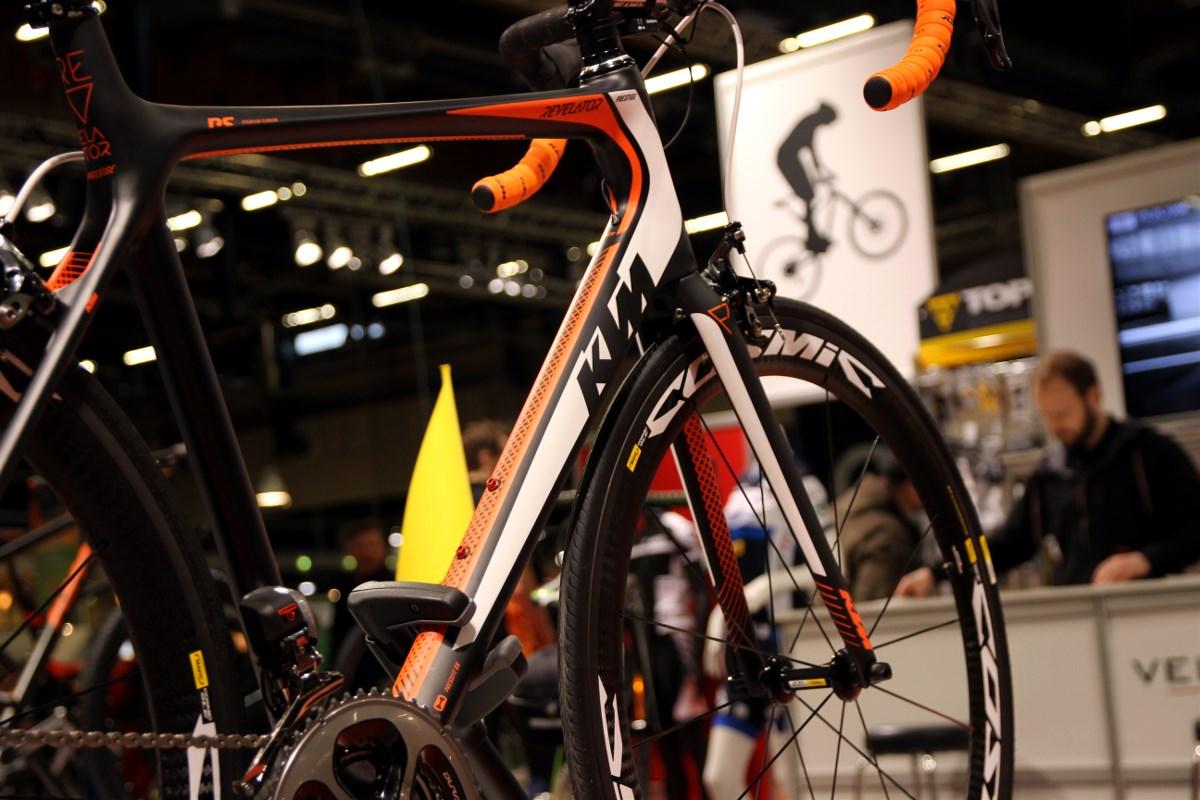 The KTM Revelator Prestige Di2 weight 6,7 kg at just below 7 000 €