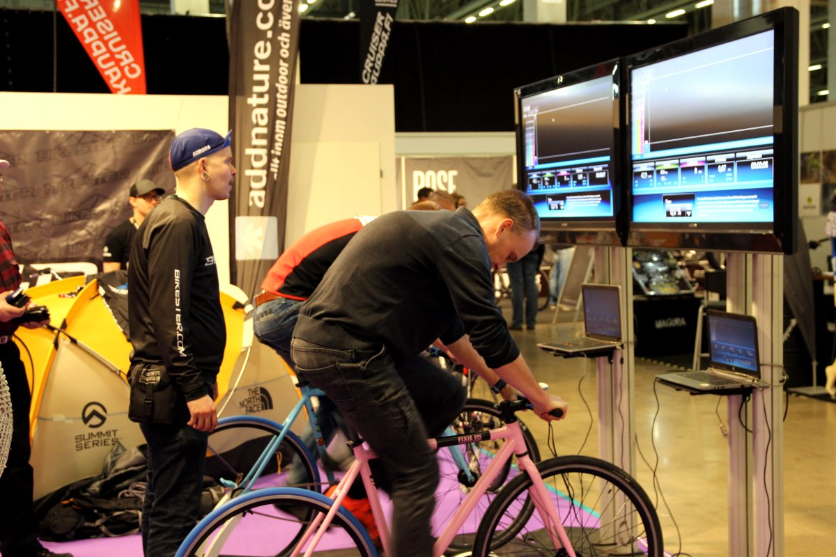 Single speed bikes racing. Guys did pretty well with more than 400 w during a minute.