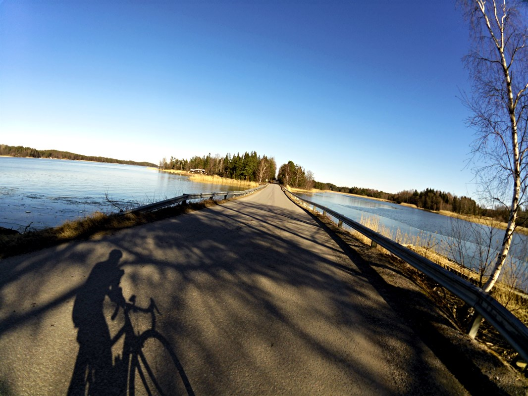 These are the sections I love the most. Narrow roads with water on both sides.