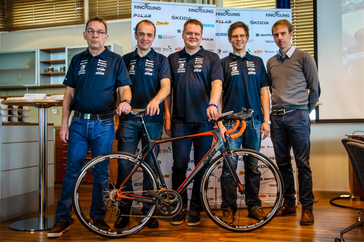 From left: Pera, Toomas, Juho, Kjell and Charly with the Fincycling 2015 bike.