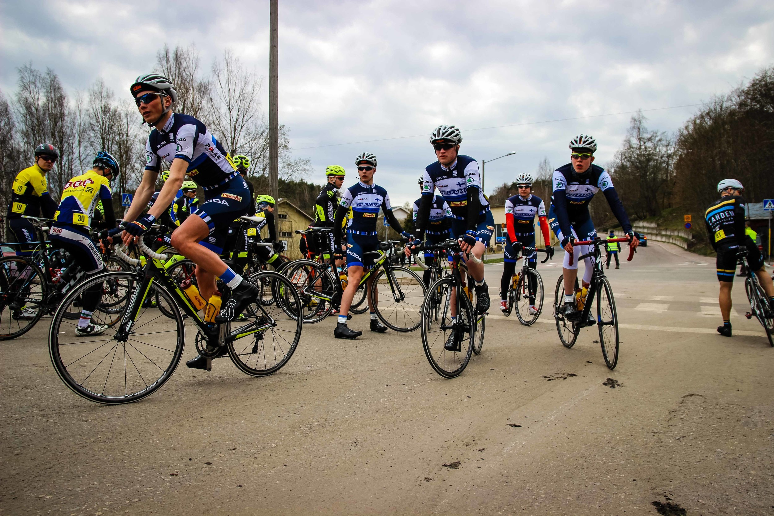 Cyclists lining up for the start
