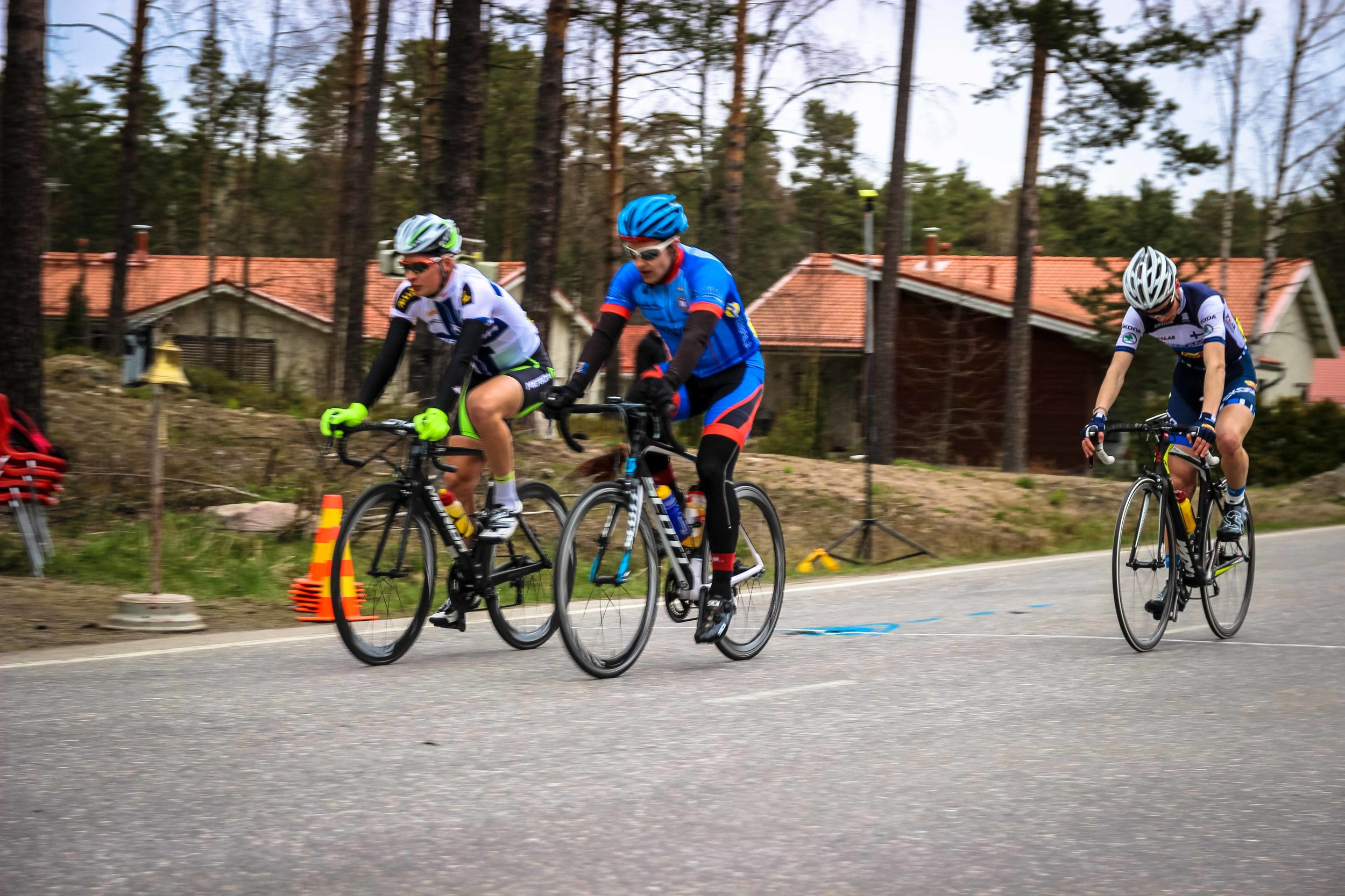 Jaakko Hänninenhaving barely avoided the crash before the finish crossing the finish line