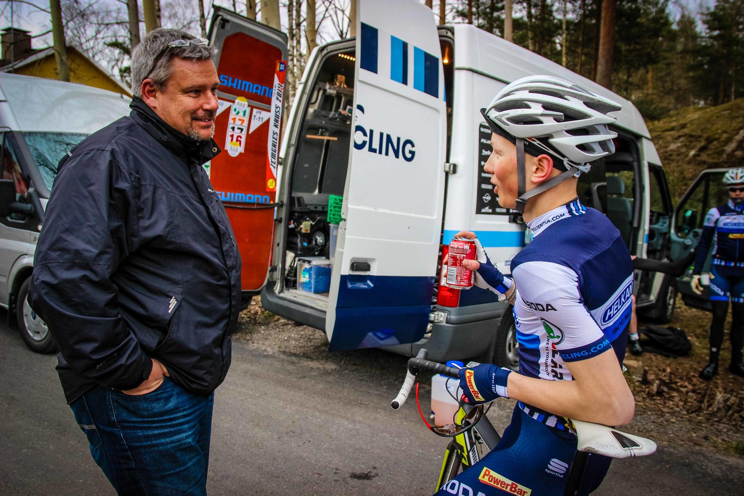 Mika Vauhkonen and Jaakko Hänninen discussing the race