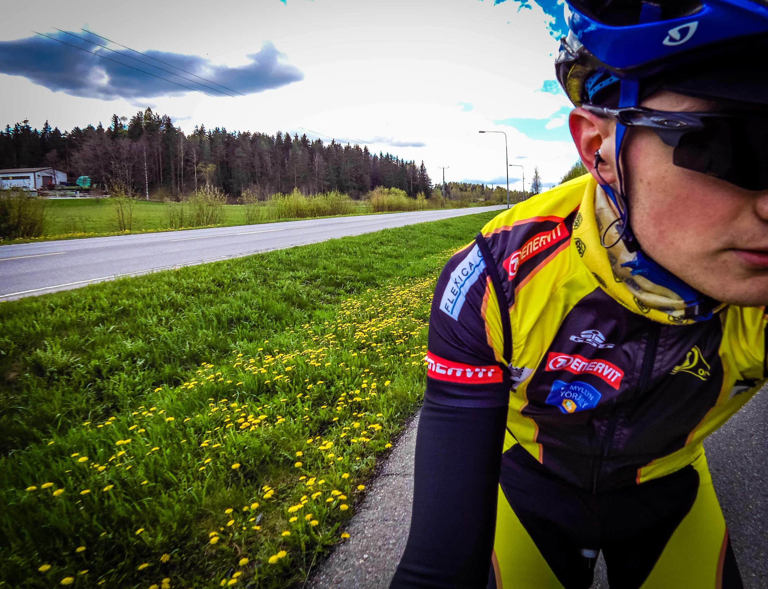 Yeah, theywere all yellow. A nice 1,5 hour warming up ride in sunny weather!